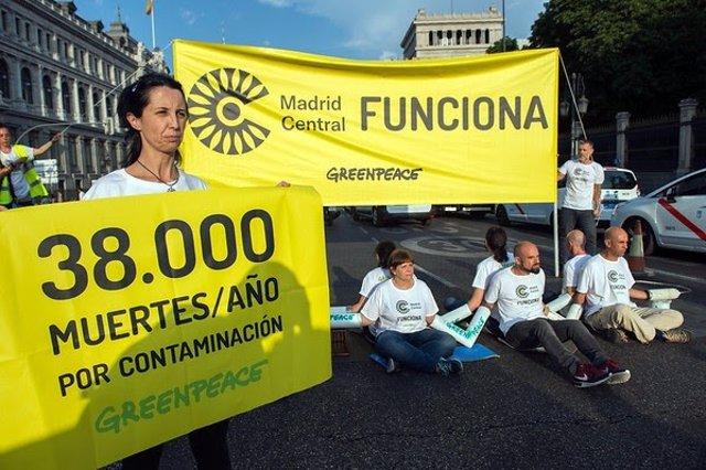 Protesta de Greenpeace contra la contamianción atmosférica