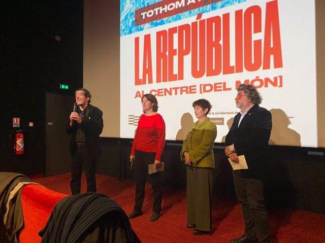 Joan Lluís Lluís, Elisenda Paluzie, Carme Garcia y Toni Castellà en el acto de presentación del acto del Consell per la República en Perpiñán