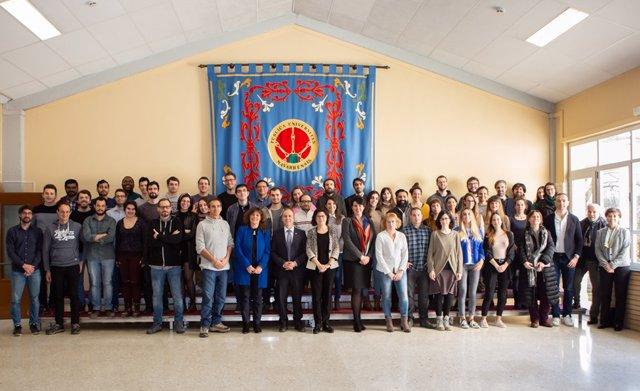 Foto de grupo de la jornada de bienvenida a los nuevos doctorandos, junto con los representantes de la UPNA.