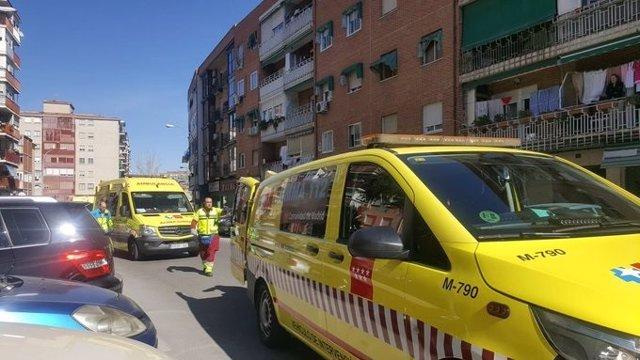 Atención de emergencias a la víctima de un asesinato machista en Fuenlabrada