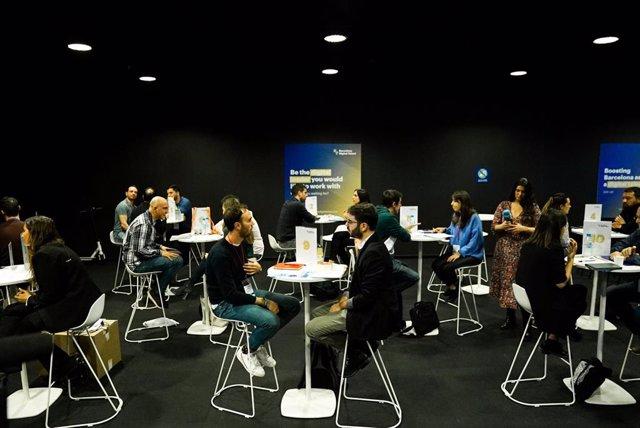 Unes 30 empreses i 600 candidats participen en un 'speed dating' en el Tech Spirit Barcelona.
