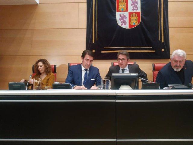 El consejero de Fomento y Medio Ambiente, durante su comparecencia en las Cortes para explicar el proceso de enajenación de los todo terreno del Servicio de Montes.