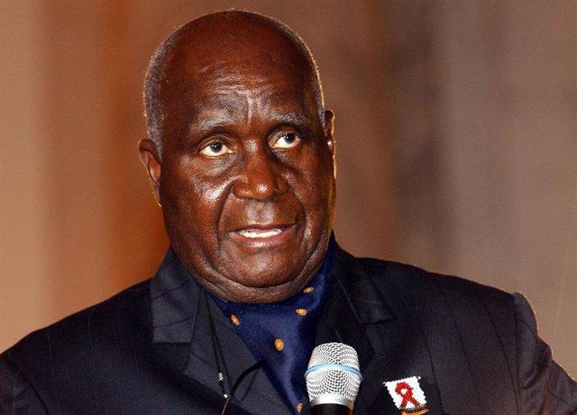 El primer presidente de Zambia tras la independencia del país, Kenneth Kaunda