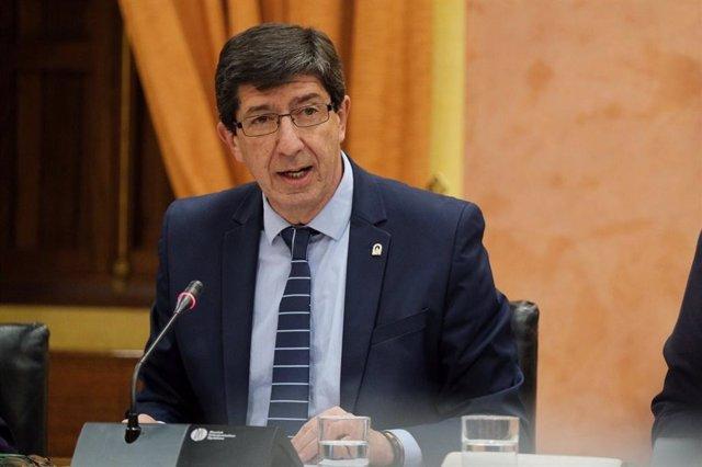 El vicepresidente y consejero de Turismo, Regeneración, Justicia y Administración Local, Juan Marín, en comisión parlamentaria.
