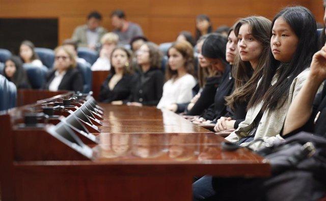 Alumnos de tercero de la ESO recrean una conferencia modelo de las Naciones Unidas en la Asamblea de Madrid