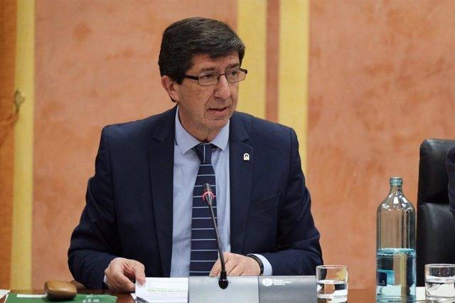 El vicepresidente y consejero de Turismo, Justicia, Regeneración y Administración Local, Juan Marín, en comisión parlamentaria.