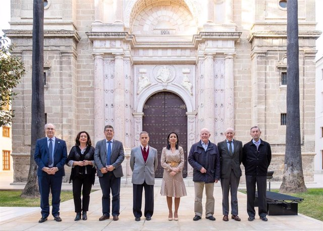 Presidentes del Parlamento de Andalucía reunidos en un coloquio en la Cámara autonómica a los 40 años del referéndum de autonomía.