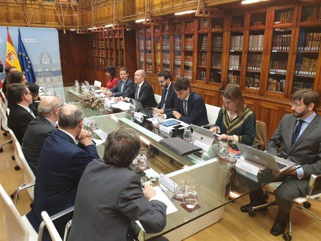 El ministro de Justicia, Juan Carlos Campo, se reúne con las asociaciones de letrados de la Administración de Justicia