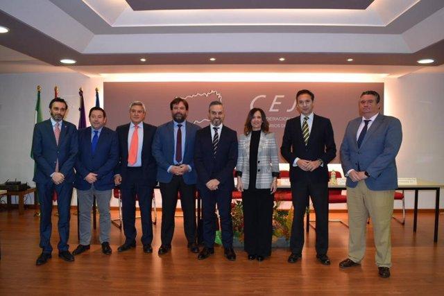 El consejero andaluz Juan Bravo, con la Confederación de Empresarios de Jaén