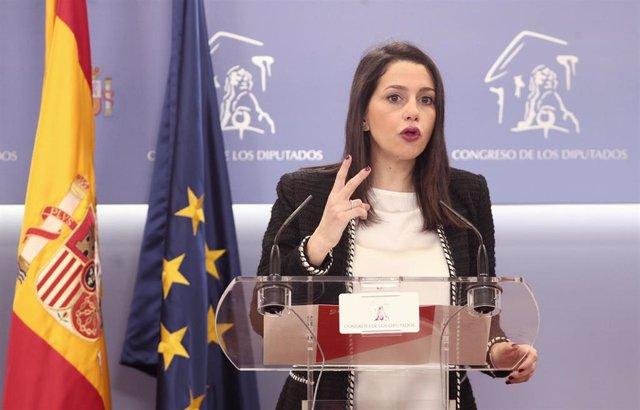 La portavoz de Ciudadanos en el Congreso, Inés Arrimadas, en rueda de prensa ante los medios, en el Congreso de los Diputados, Madrid (España), a 11 de febrero de 2020.