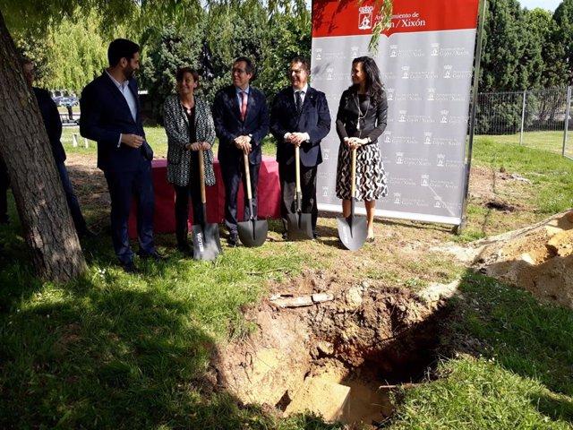 La alcaldesa de Gijón, Carmen Moriyón (Foro), durante el acto de colocación de la primera piedra de la incubadora de alta tecnología 'Equilibria', en el Parque Científico y Tecnológico, en mayo de 2018