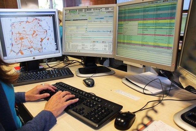 Imagen de archivo de un trabajador en un puesto del 112
