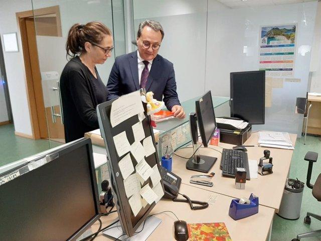 Trini Amorós y Paco Sanguino en fiscalía, ayer miércoles.