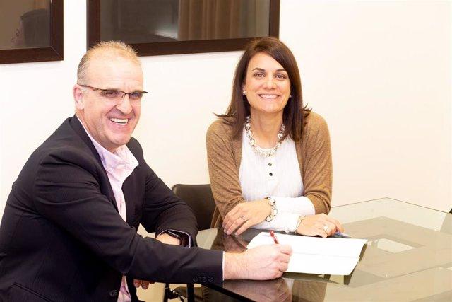 El director general de Factum, Iosu Arrizabalaba, y la consejera delegada de Secura, Laia Salas Mayor.
