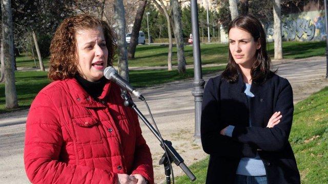 Las concejalas de Más Madrid Esther Gómez y Rita Maestre presentan las líneas del plan de movilidad.