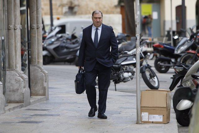 El fiscal Anticorrupción, Juan Carrau, acude a declarar como testigo en el juicio por el 'caso Móviles'