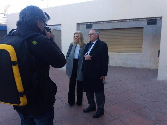 María José López, a las puertas del edificio judicial de Caleta