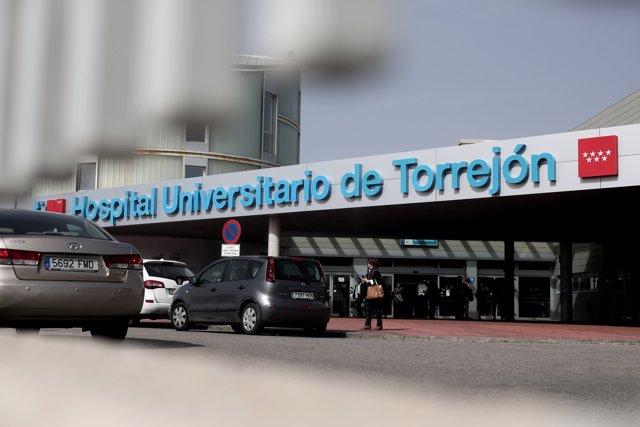 Entrada al Hospital Universitario de Torrejón, donde se encuentran ingresados los dos nuevos pacientes afectados de coronavirus en Madrid, uno de ellos en la UCI, y que elevan a cuatro los infectados en la comunidad autónoma.