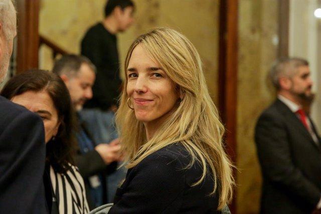 La portaveu del PP al Congrés, Cayetana Álvarez de Toledo, abandona la sessió plenària al Congrés dels Diputats l'11 de febrer del 2020.