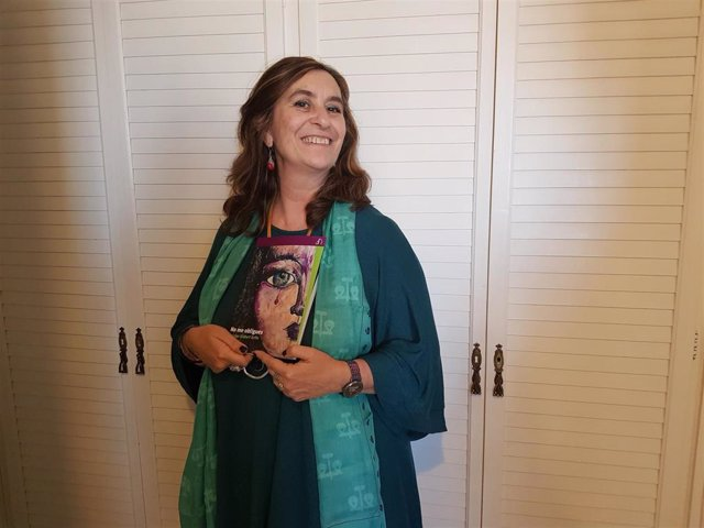 Susana Gisbert con su nueva novela, 'No me obligues'