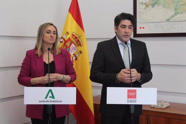 David Pérez junto a la consejera de Fomenrto, Infraestrucutras y Ordenación del Territorio de la Junta de Andalucía, Marifrán Carazo