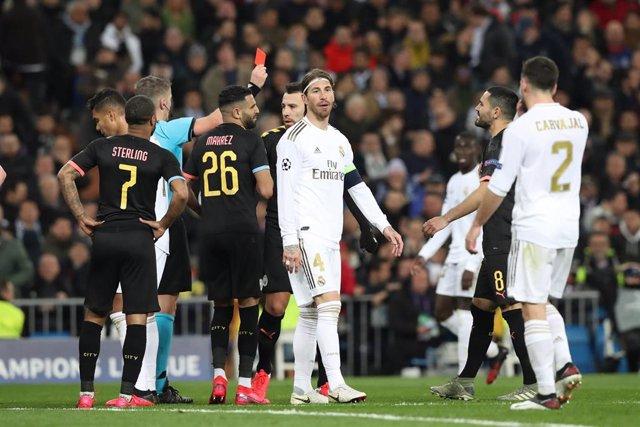 Sergio Ramos ve la tarjeta roja ante el Manchester City