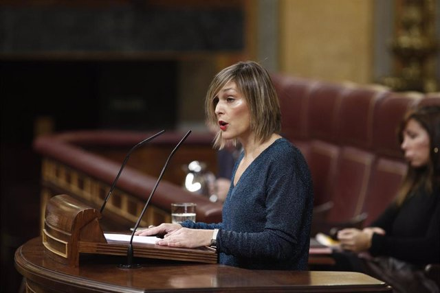 El portavoz del PNV en el Congreso de los Diputados, Idoia Sagastizabal, interviene en un pleno desde su escaño.