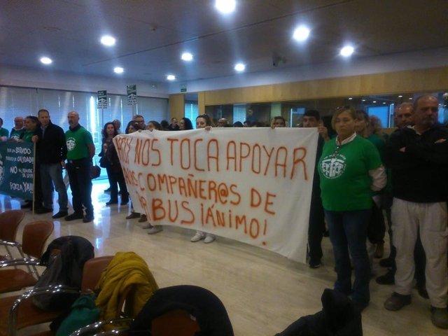 Protesta de los interinos en el Pleno de la Diputación de Sevilla