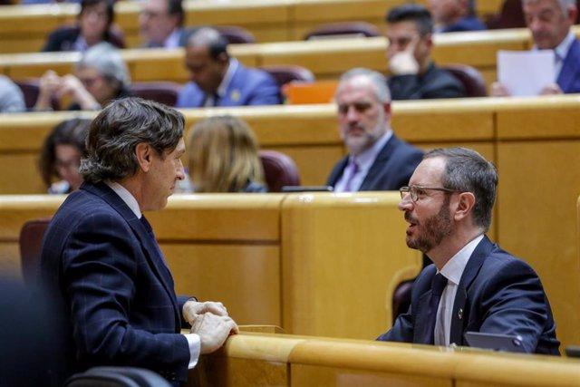 El portavoz del Partido Popular en el Senado, Javier Maroto (d), durante la segunda sesión de control celebrada en el Senado en esta legislatura para responder a la oposición, en Madrid, a 25 de febrero de 2020.