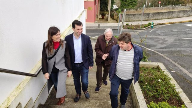 El secretario xeral del PSdeG, Gonzalo Caballero, visita Forcarei (Pontevedra)