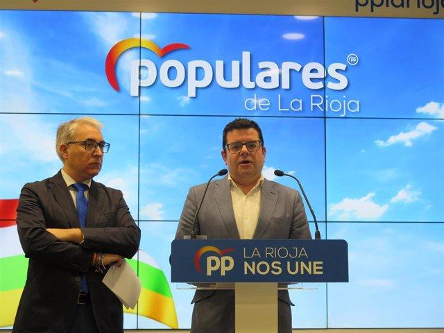 El vicesecretario de Sectorial del PP, Alfonso Domínguez y el portavoz del Grupo Parlamentario Popular, Jesús Ángel Garrido, en comparecencia de prensa