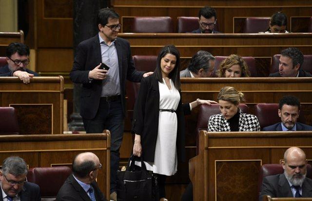 La portaveu de Ciutadans al Congrés, Inés Arrimadas, i el diputat de la formació taronja, José María Espejo-Saavedra, arriben al Congrés dels Diputats per a una sessió plenria a Madrid (Espanya), 27 de febrer del 2020.