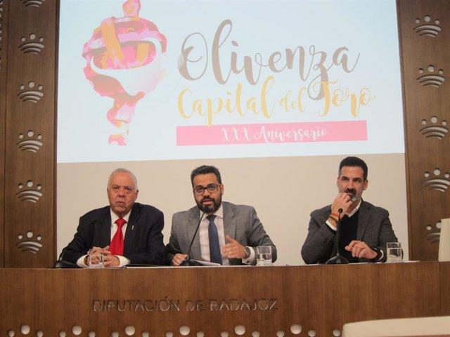 Autoridades en la presentación de la XXX Feria del Toro de Olivenza