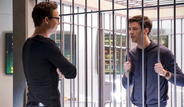 Barry Allen y el Dr. Harry Wells de The Flash