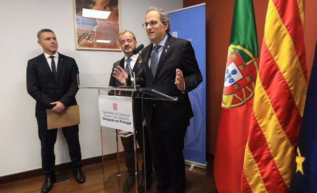 El presidente de la Generalitat, Quim Torra, y el conseller de Acción Exterior, Alfred Bosch, en la inauguración de la delegación del Govern en Portugal