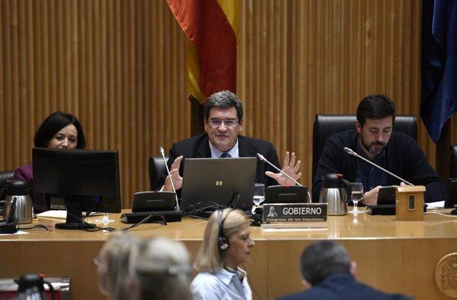 El ministro de Inclusión, Migraciones y Seguridad Social, José Luis Escrivá Belmonte comparece en el Congreso