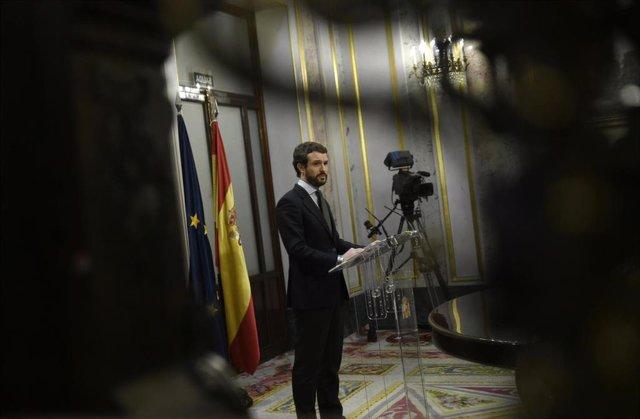 El presidente del Partido Popular, Pablo Casado en rueda de prensa después de la sesión plenaria para votar la senda de déficit, el primer paso hacia la tramitación de unos nuevos Presupuestos Generales del Estado, en el Congreso de los Diputados, en Madr