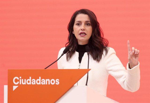 La portavoz de Ciudadanos en el Congreso, Inés Arrimadas, en rueda de prensa en la sede del partido.