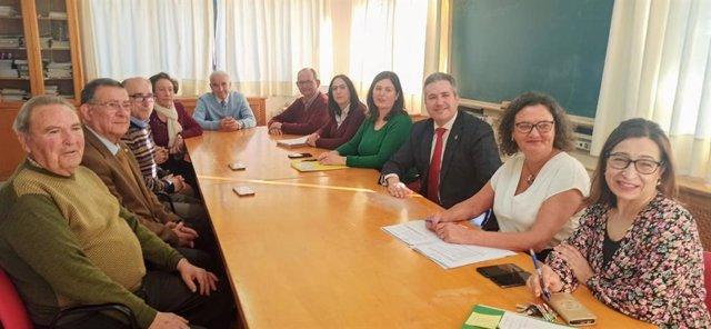 El delegado territorial de Educación y Deporte; e Igualdad, Políticas Sociales y Conciliación en Jaén, Antonio Sutil, visita el centro de participación activa de Jódar (Jaén) con la alcaldesa, María Teresa García