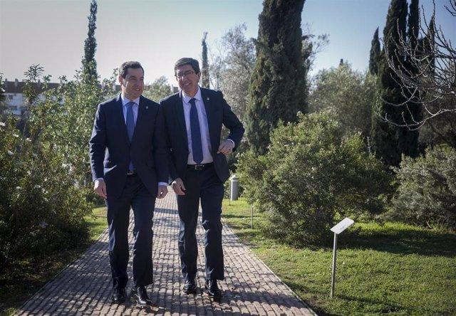 El presidente de la Junta de Andalucía, Juanma Moreno (i) junto al vicepresidente  de la Junta de Andalucía, Juan Marín (d), preside la reunión semanal del Consejo de Gobierno en Coria del Río, (Sevilla, Andalucía, España), a 24 de febrero de 2020.