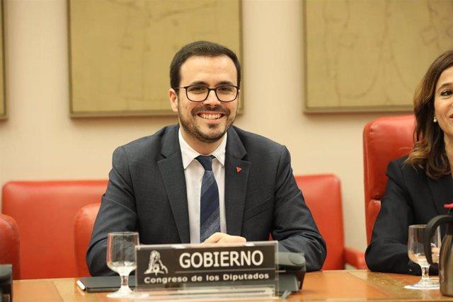 El ministro de Consumo, Alberto Garzón, interviene en la Comisión de Sanidad y Consumo celebrada en la mañana de hoy para explicar las líneas generales de actuación de su Departamento en la XIV Legislatura, en el Congreso de los Diputados/ Madrid (España)