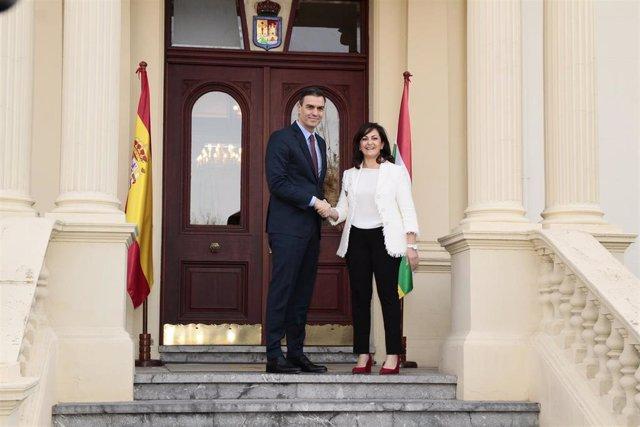 El presidente del Gobierno, Pedro Sánchez, se reúne hoy con la mandataria riojana, Concha Andreu, en Logroño