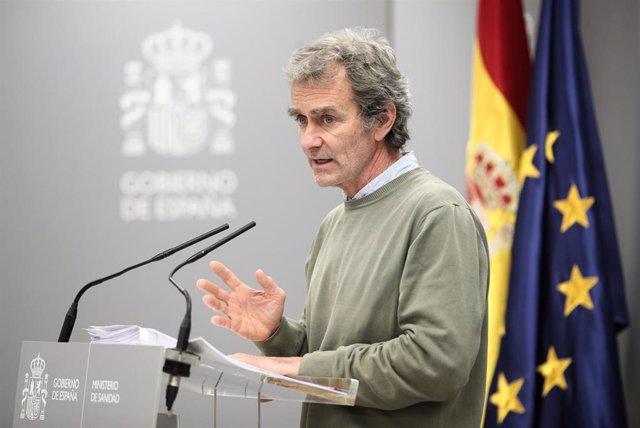 El director del Centro de Coordinación de Alertas y Emergencias Sanitarias, Fernando Simón, comparece tras la reunión del Comité de Seguimiento del coronavirus por los nuevos casos confirmados de pacientes infectados con el virus en Madrid, en el Minister