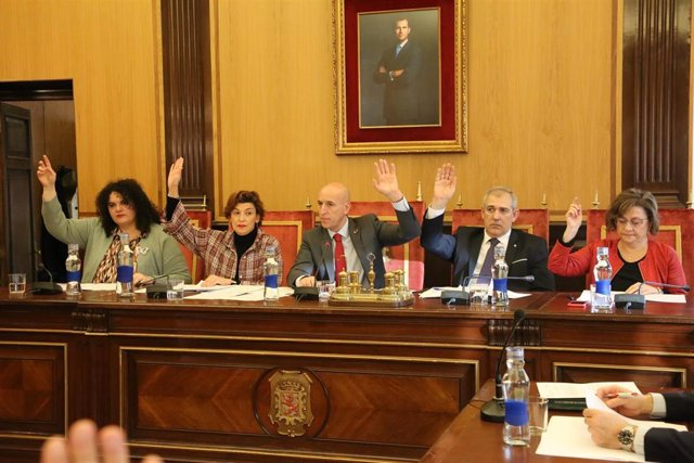 El Alcalde De León, José Antonio Diez, Preside El Pleno De Este Viernes Junto A Miembros De Su Corporación.
