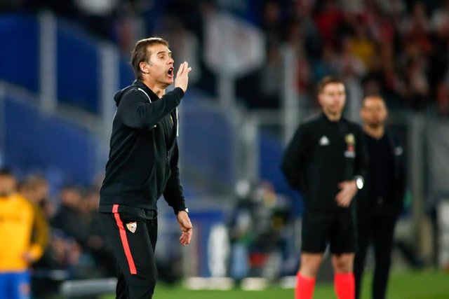 Julen Lopetegui, head coach of Sevilla, gestures during the Spanish League, La Liga, football match played between Getafe CF and Sevilla FC at Coliseum Alfonso Perez stadium on January 23, 2020 in Getafe, Spain.