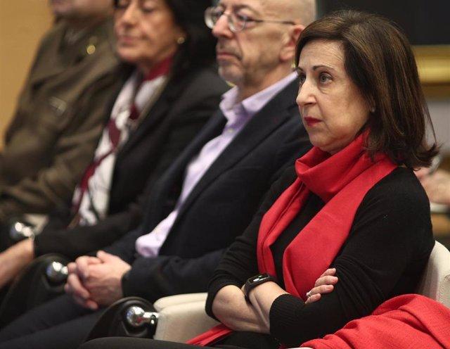 La ministra de Defensa, Margarita Robles, en la rueda de prensa del Ejército del Aire para informar sobre su papel en situaciones de emergencia como la del avión de Air Canadá que realizó un aterrizaje forzoso en el Aeropuerto de Adolfo Suárez Madrid- Bar