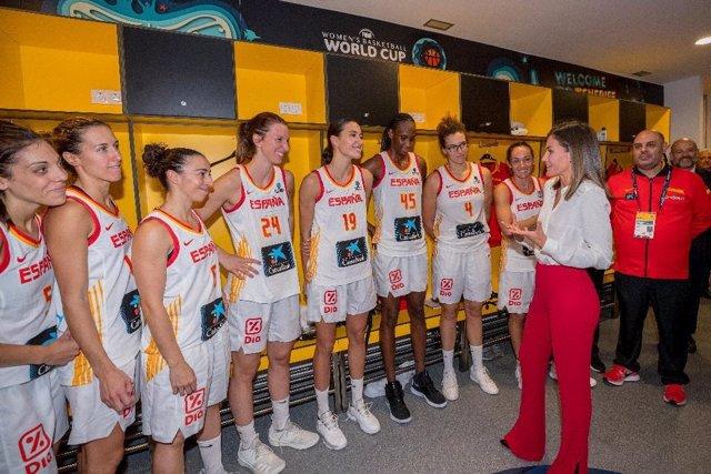 La Reina Letizia con la selección española de baloncesto