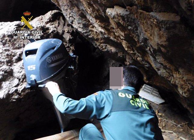 Guardia Civil sorprende a dos pescadores furtivos en Cartagena