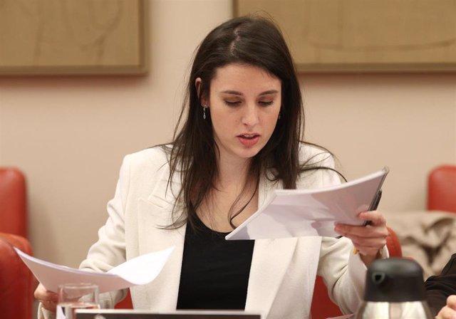La ministra de Igualdad, Irene Montero, durante la reunión de Comisión de Igualdad en el Congreso el 24 de febrero