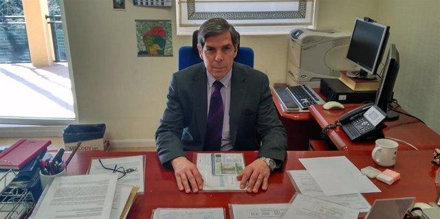 Manuel Posada, en su despacho del Instituto de Investigación en Enfermedades Raras (IIER) del ISCIII.
